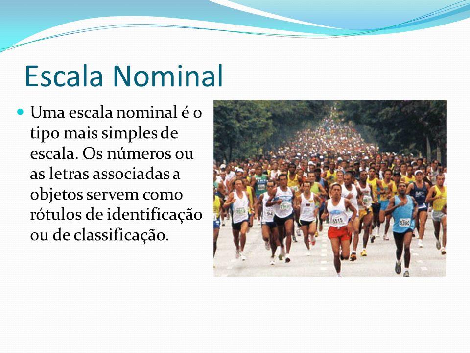 Escala Nominal Uma escala nominal é o tipo mais simples de escala. Os números ou as letras associadas a objetos servem como rótulos de identificação o