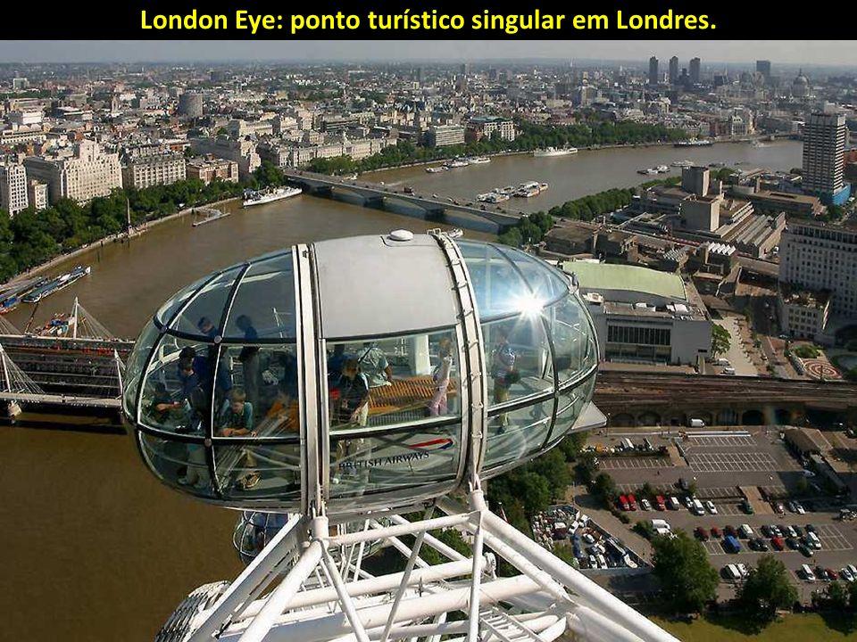 London Eye: ponto turístico singular em Londres.