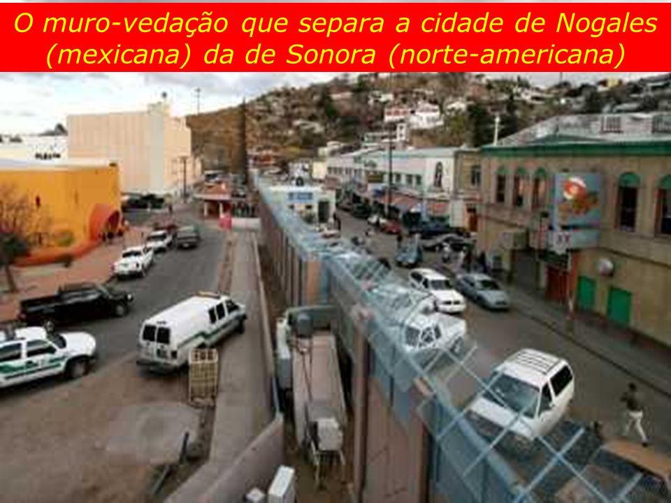 O muro-vedação que separa a cidade de Nogales (mexicana) da de Sonora (norte-americana)