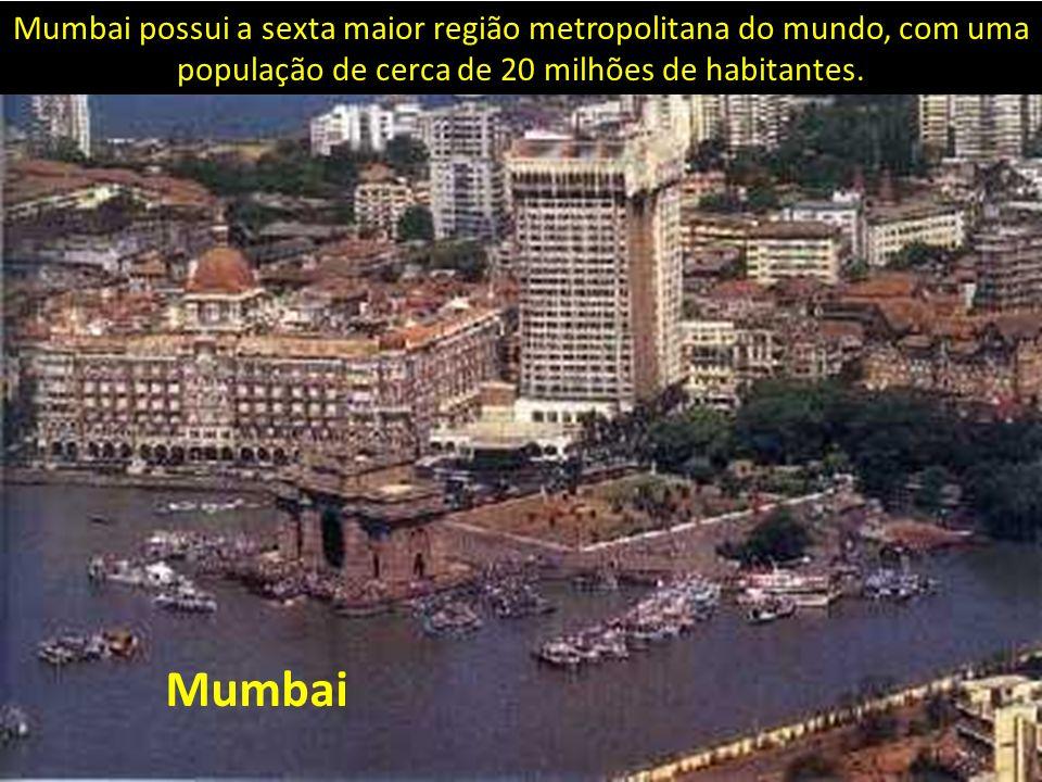 Mumbai Mumbai possui a sexta maior região metropolitana do mundo, com uma população de cerca de 20 milhões de habitantes.