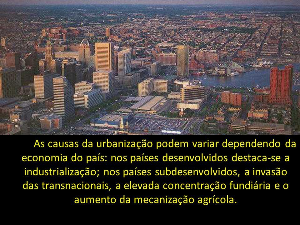 As causas da urbanização podem variar dependendo da economia do país: nos países desenvolvidos destaca-se a industrialização; nos países subdesenvolvi