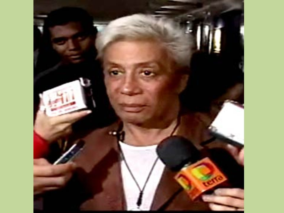 Clodovil quer reduzir o número de deputados de 513 para 250. Em 2007 se envolveu em nova polêmica no Congresso, após discutir com a deputada Cida Diog