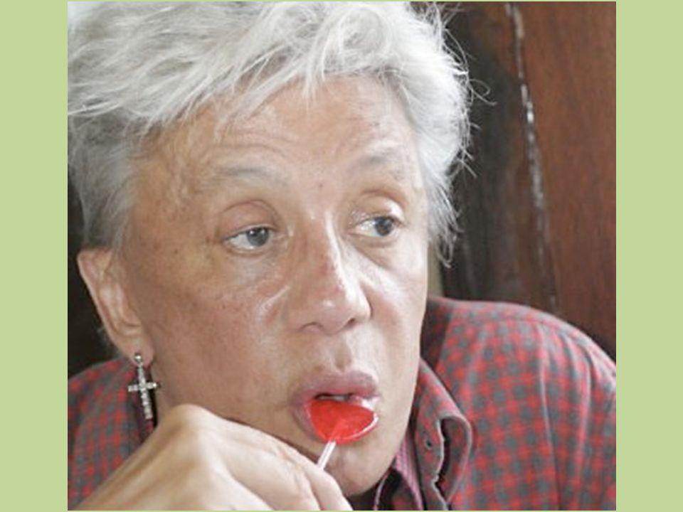 Clodovil Hernandez nasceu no interior de São Paulo e foi adotado por um casal de imigrantes espanhóis (Domingo Hernández e Isabel Sánchez)