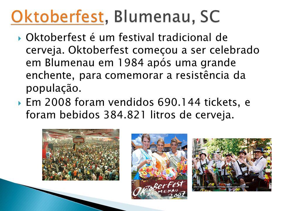 Oktoberfest é um festival tradicional de cerveja. Oktoberfest começou a ser celebrado em Blumenau em 1984 após uma grande enchente, para comemorar a r