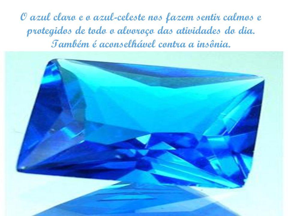 O azul claro e o azul-celeste nos fazem sentir calmos e protegidos de todo o alvoroço das atividades do dia. Também é aconselhável contra a insônia.