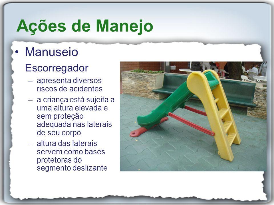 Manuseio Escorregador –apresenta diversos riscos de acidentes –a criança está sujeita a uma altura elevada e sem proteção adequada nas laterais de seu
