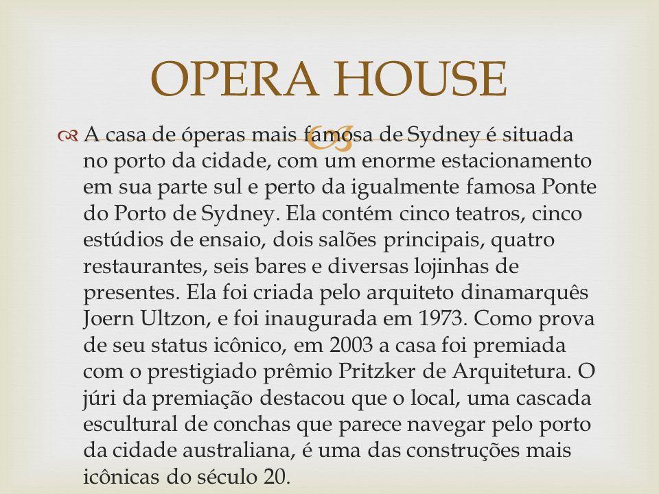 A casa de óperas mais famosa de Sydney é situada no porto da cidade, com um enorme estacionamento em sua parte sul e perto da igualmente famosa Ponte