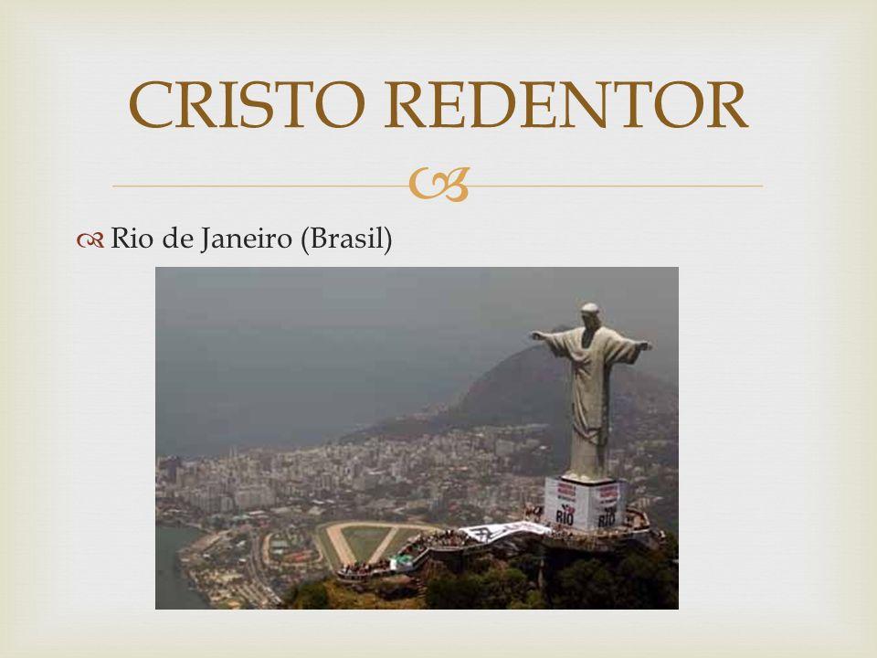 A enorme estátua de Jesus que olha todo o Rio de Janeiro de uma posição avantajada, possui 38 metros de altura e está localizada no pico da montanha do Corcovado, que possui 710 metros de altura.