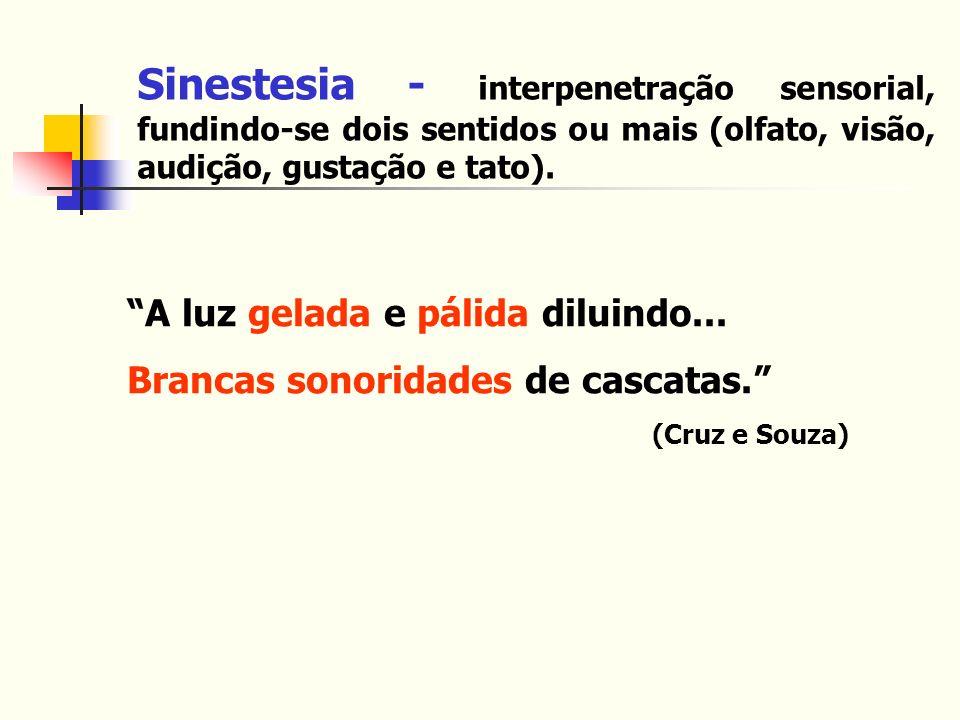 Sinestesia - interpenetração sensorial, fundindo-se dois sentidos ou mais (olfato, visão, audição, gustação e tato). A luz gelada e pálida diluindo...