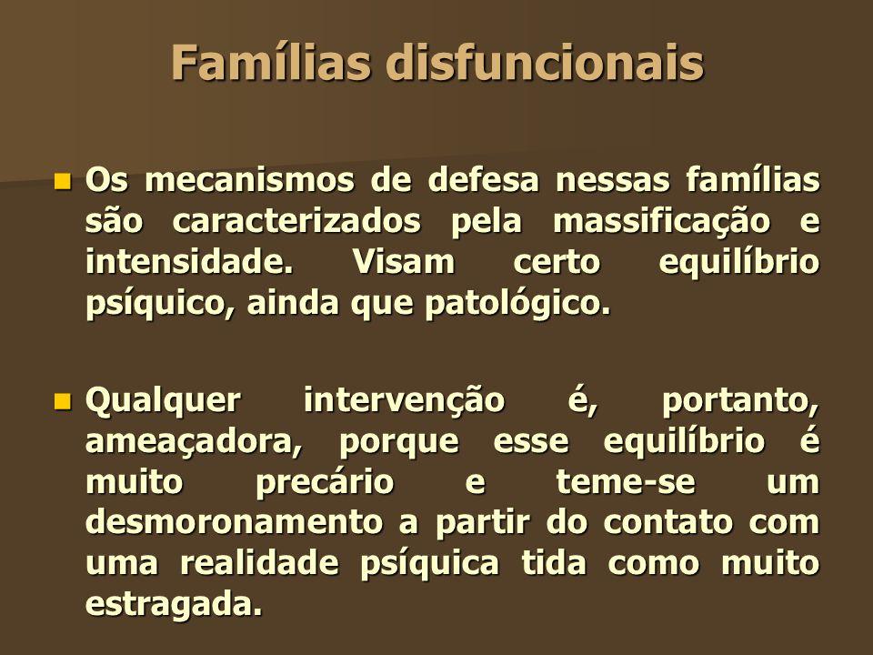 Famílias disfuncionais Os mecanismos de defesa nessas famílias são caracterizados pela massificação e intensidade. Visam certo equilíbrio psíquico, ai