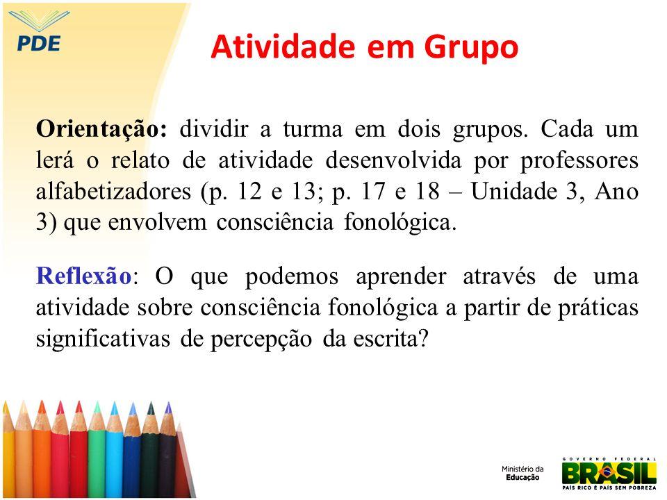 Atividade em Grupo Orientação: dividir a turma em dois grupos. Cada um lerá o relato de atividade desenvolvida por professores alfabetizadores (p. 12