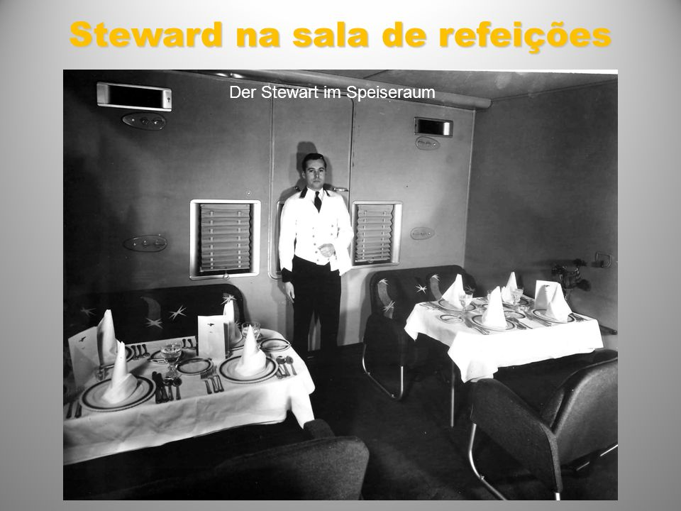 Steward na sala de refeições Der Stewart im Speiseraum