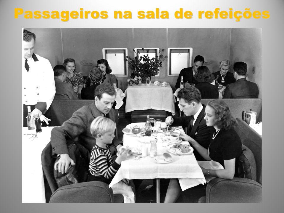 Passageiros na sala de refeições