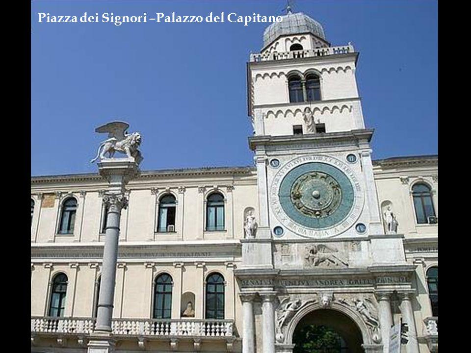 Piazza del Duomo – Palazzo Monte Pietà ( neste local morou minha família até o início da segunda guerra mundial)