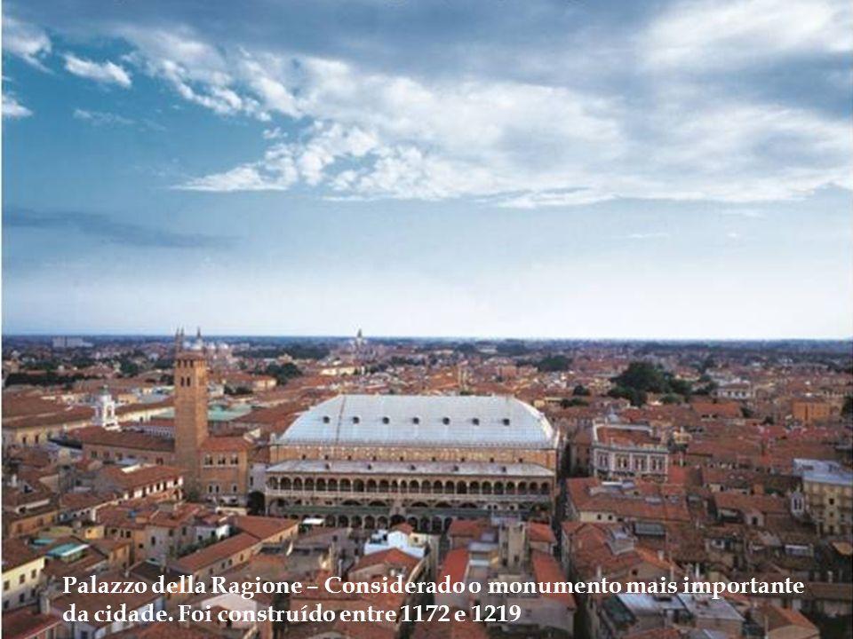PADOVA é uma das cidades mais antigas do norte da Itália. Foi município romano. Sua história após a Antiguidade seguiu o curso de eventos comuns à mai