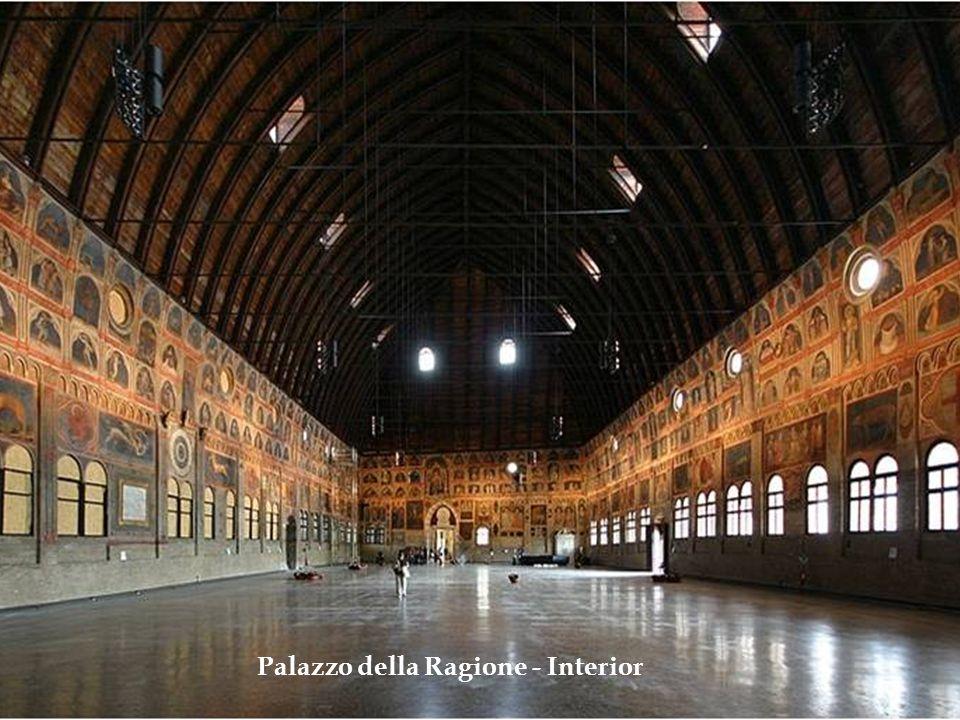 Chiesa degli Eremitani – Construída no século XIII, guarda afrescos de Mantegna.