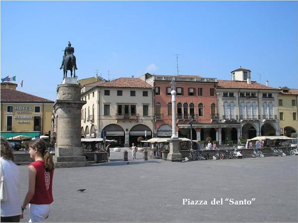 Palazzo della Ragione - Estátua equestre de Donatello