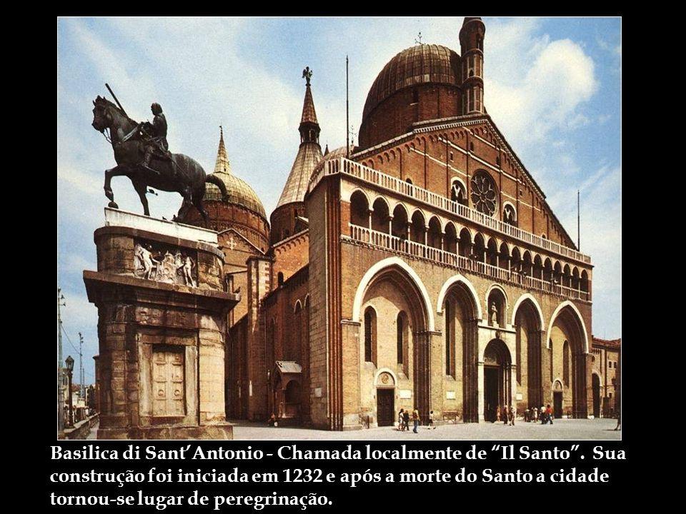 Basilica di SantAntonio - Chamada localmente de Il Santo.