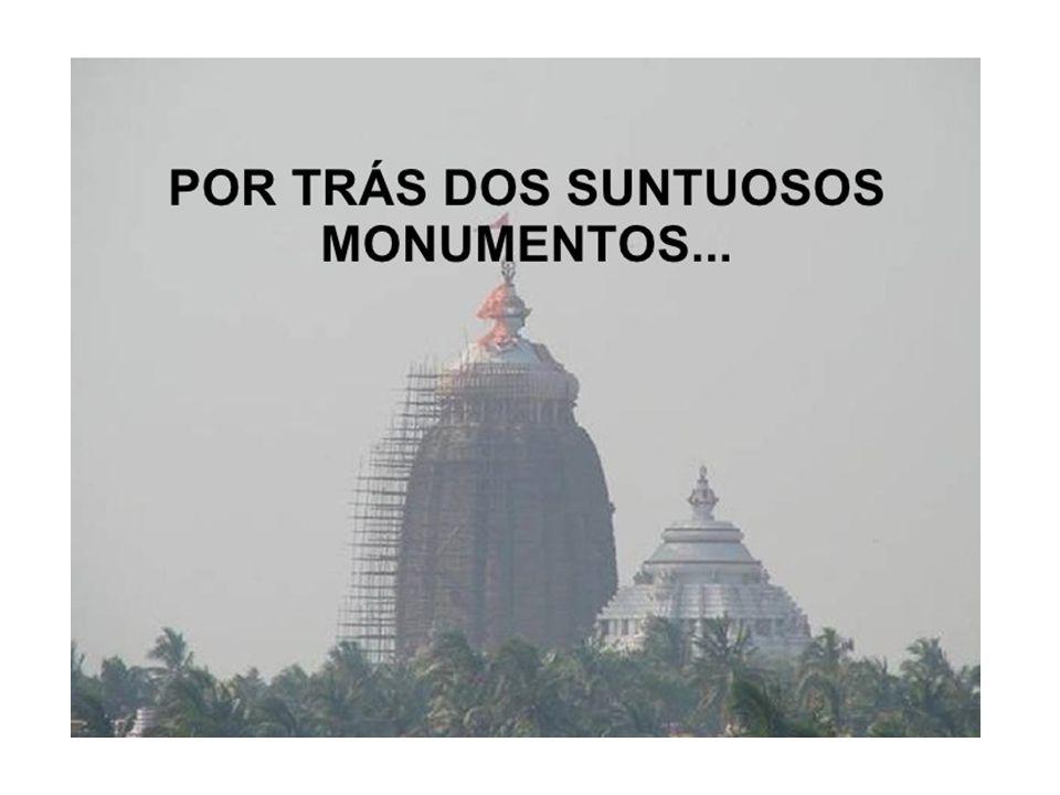 Eram politeístas- BRAMANISMO 1-crença na reencarnação, 2-sistema de castas O Bramanismo sofreu uma transformação e passou a ser o Hinduísmo.