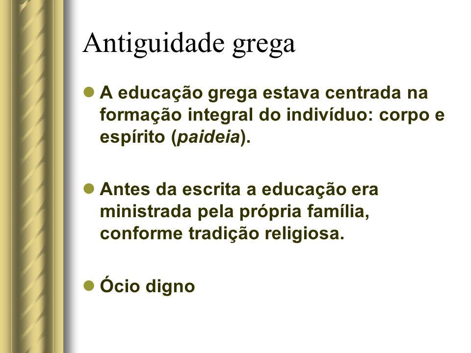 Antiguidade grega A educação grega estava centrada na formação integral do indivíduo: corpo e espírito (paideia). Antes da escrita a educação era mini