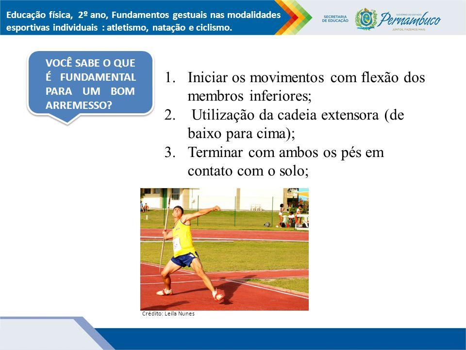 1.Iniciar os movimentos com flexão dos membros inferiores; 2.