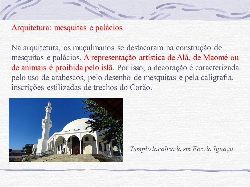 Arquitetura: mesquitas e palácios Na arquitetura, os muçulmanos se destacaram na construção de mesquitas e palácios.