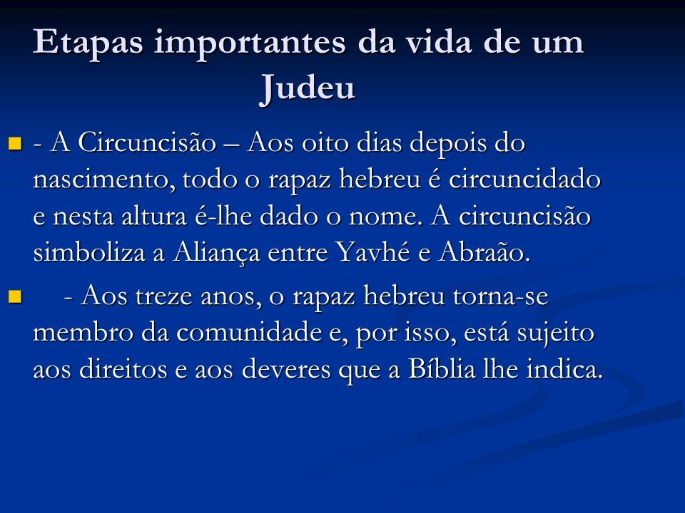 Etapas importantes da vida de um Judeu - A Circuncisão – Aos oito dias depois do nascimento, todo o rapaz hebreu é circuncidado e nesta altura é-lhe dado o nome.