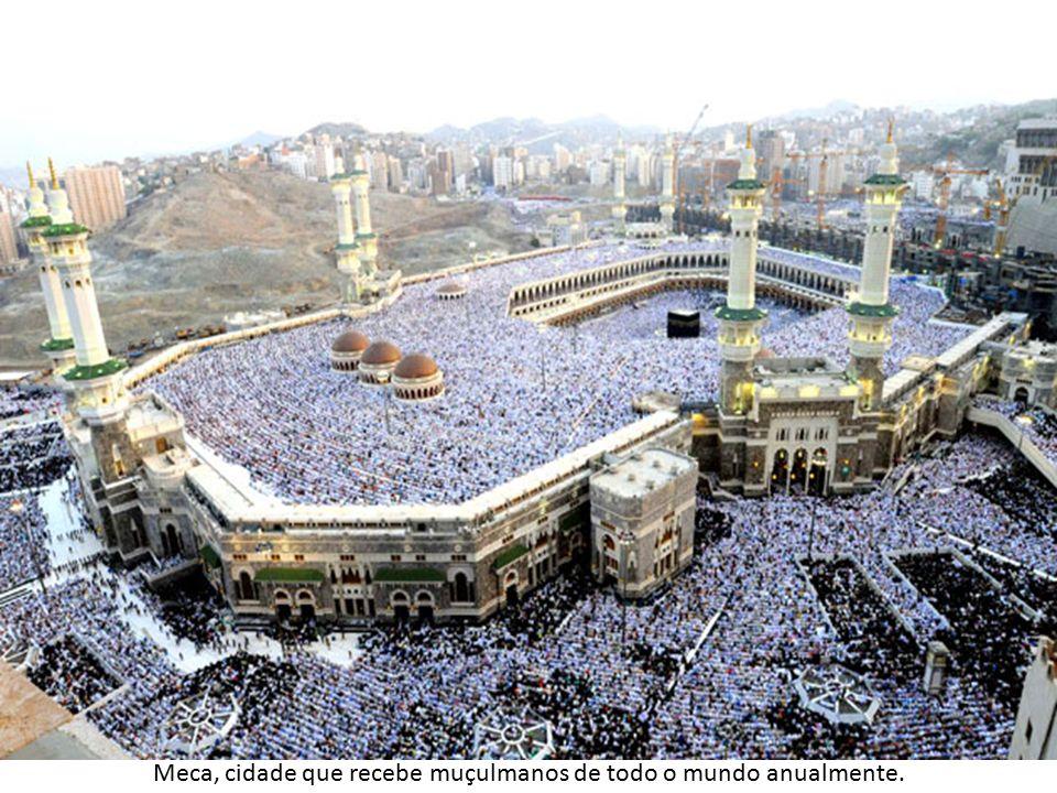 Meca, cidade que recebe muçulmanos de todo o mundo anualmente.