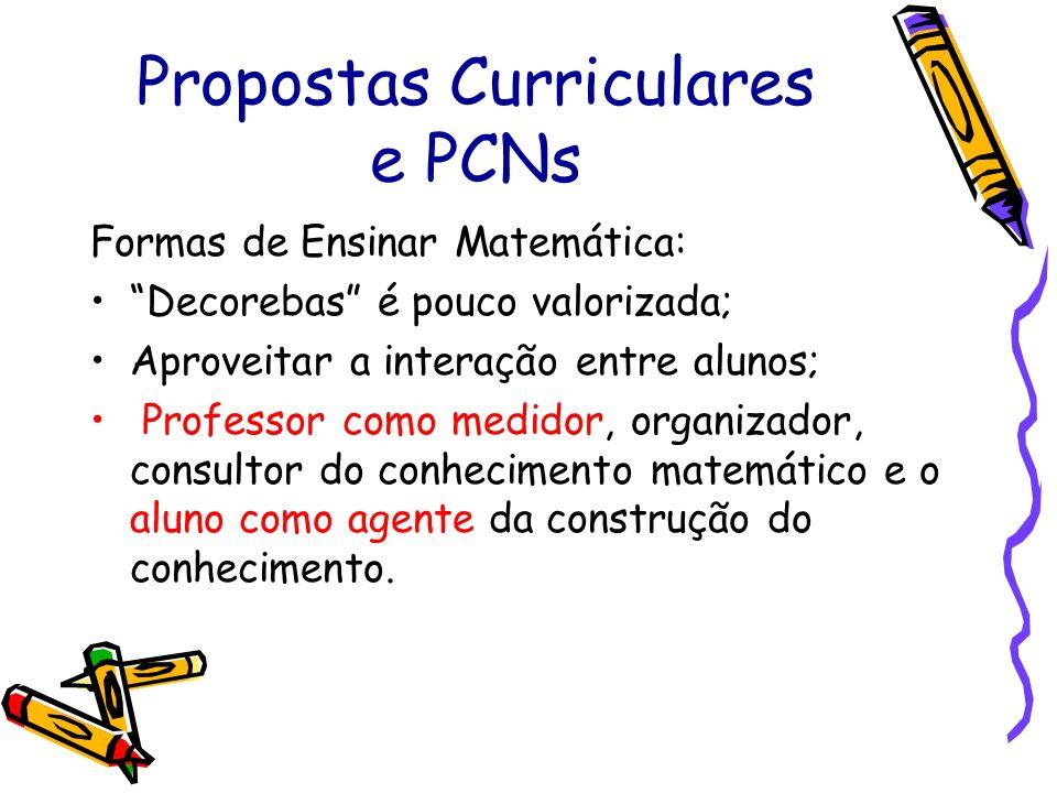 """Propostas Curriculares e PCNs Formas de Ensinar Matemática: """"Decorebas"""" é pouco valorizada; Aproveitar a interação entre alunos; Professor como medido"""