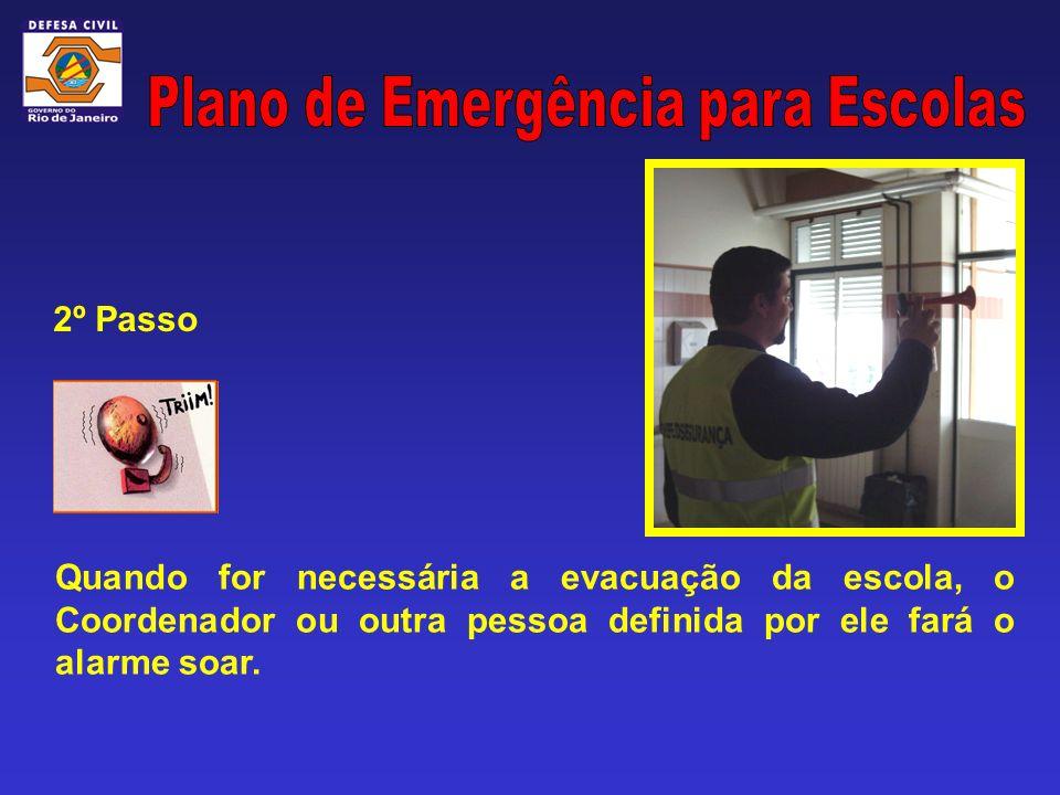 Quando for necessária a evacuação da escola, o Coordenador ou outra pessoa definida por ele fará o alarme soar. 2º Passo