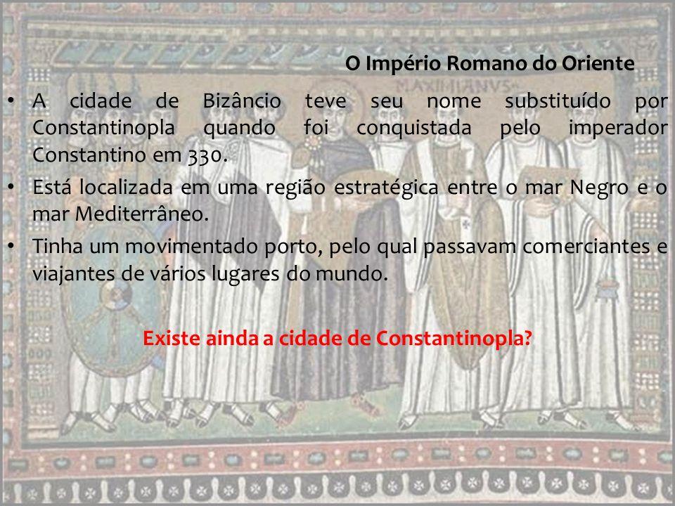 Outro modelo de autoridade do imperador: A iconoclastia Depois da morte de Justiniano, em 565, o império Bizantino perdeu forças e, a partir do século VII, os domínios foram diminuindo.