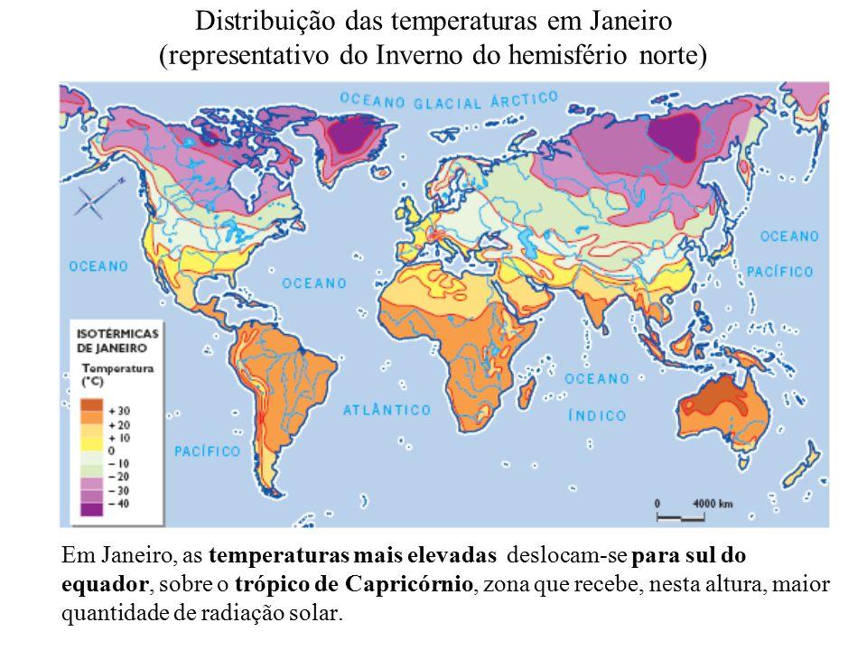 Distribuição das temperaturas em Janeiro (representativo do Inverno do hemisfério norte) Em Janeiro, as temperaturas mais elevadas deslocam-se para sul do equador, sobre o trópico de Capricórnio, zona que recebe, nesta altura, maior quantidade de radiação solar.
