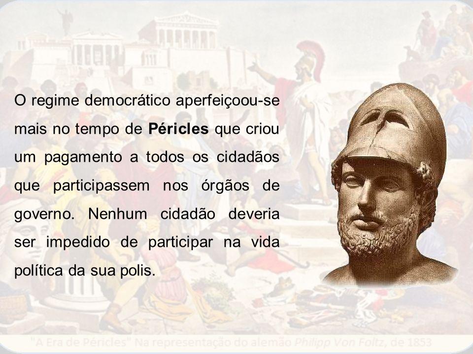 O regime democrático aperfeiçoou-se mais no tempo de Péricles que criou um pagamento a todos os cidadãos que participassem nos órgãos de governo. Nenh