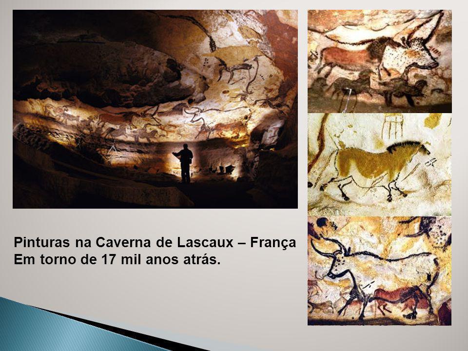 Pinturas na Caverna de Lascaux – França Em torno de 17 mil anos atrás.