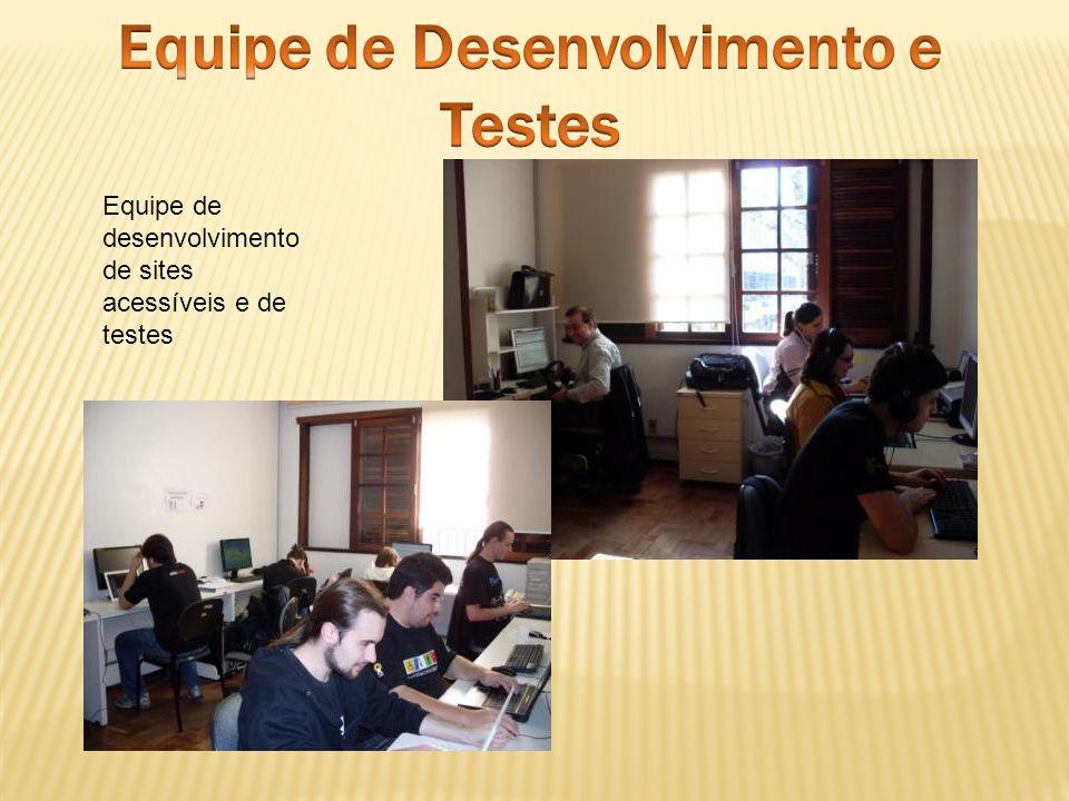 Equipe de desenvolvimento de sites acessíveis e de testes