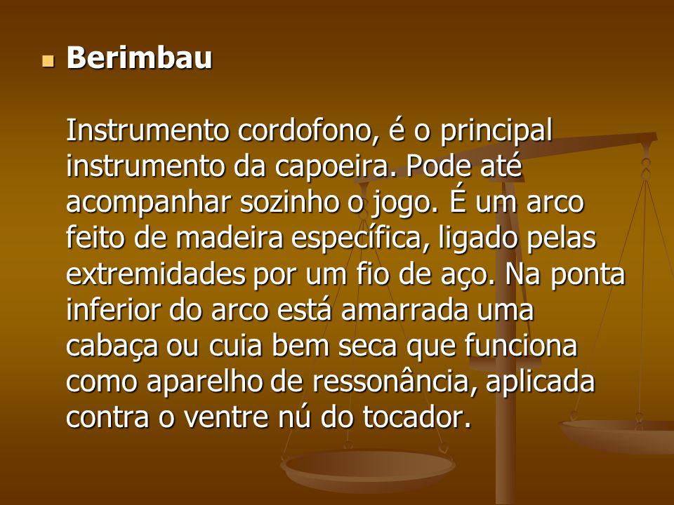 Berimbau Instrumento cordofono, é o principal instrumento da capoeira. Pode até acompanhar sozinho o jogo. É um arco feito de madeira específica, liga
