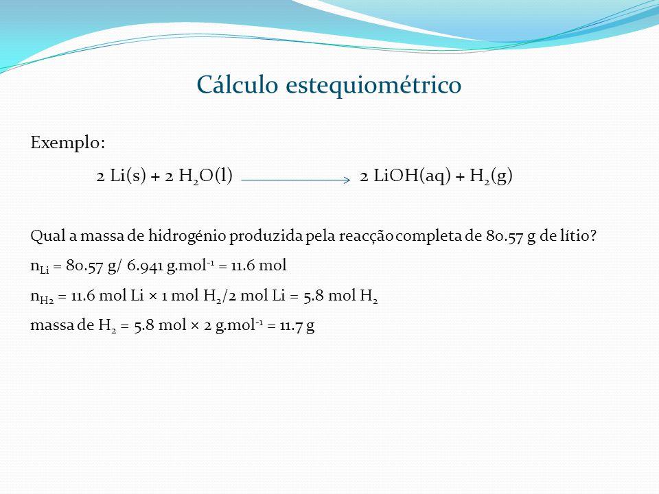 Exemplo: 2 Li(s) + 2 H 2 O(l)2 LiOH(aq) + H 2 (g) Qual a massa de hidrogénio produzida pela reacção completa de 80.57 g de lítio? n Li = 80.57 g/ 6.94