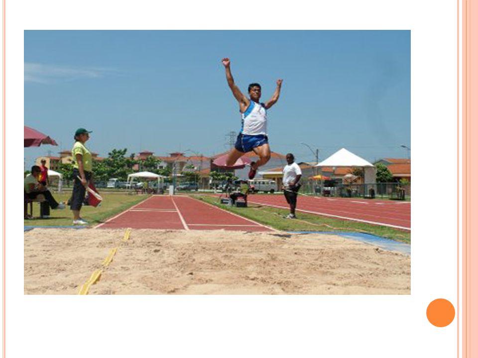 S ALTO EM A LTURA O salto em altura é uma modalidade olímpica de atletismo, onde os atletas procuram superar uma barra horizontal colocada a uma determinada altura.