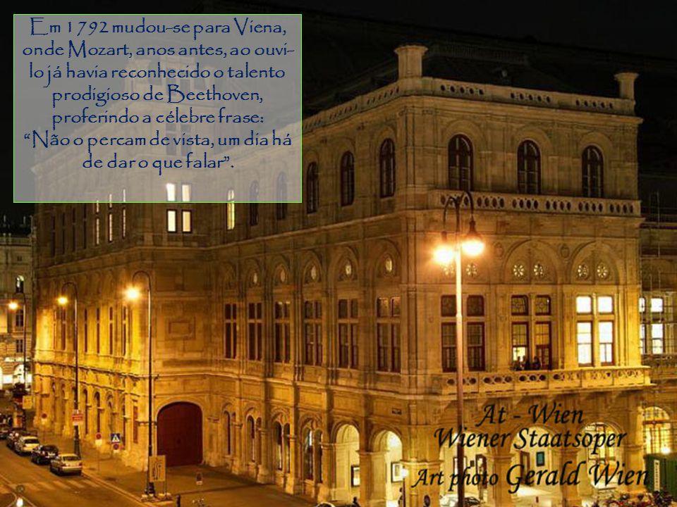 Gramado Em 1792 mudou-se para Viena, onde Mozart, anos antes, ao ouvi- lo já havia reconhecido o talento prodigioso de Beethoven, proferindo a célebre frase: Não o percam de vista, um dia há de dar o que falar.