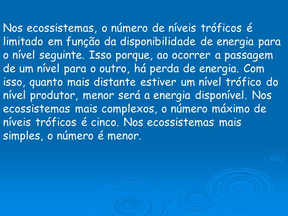Nos ecossistemas, o número de níveis tróficos é limitado em função da disponibilidade de energia para o nível seguinte. Isso porque, ao ocorrer a pass