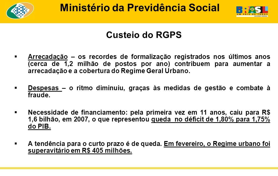Ministério da Previdência Social Custeio do RGPS Arrecadação – os recordes de formalização registrados nos últimos anos (cerca de 1,2 milhão de postos por ano) contribuem para aumentar a arrecadação e a cobertura do Regime Geral Urbano.