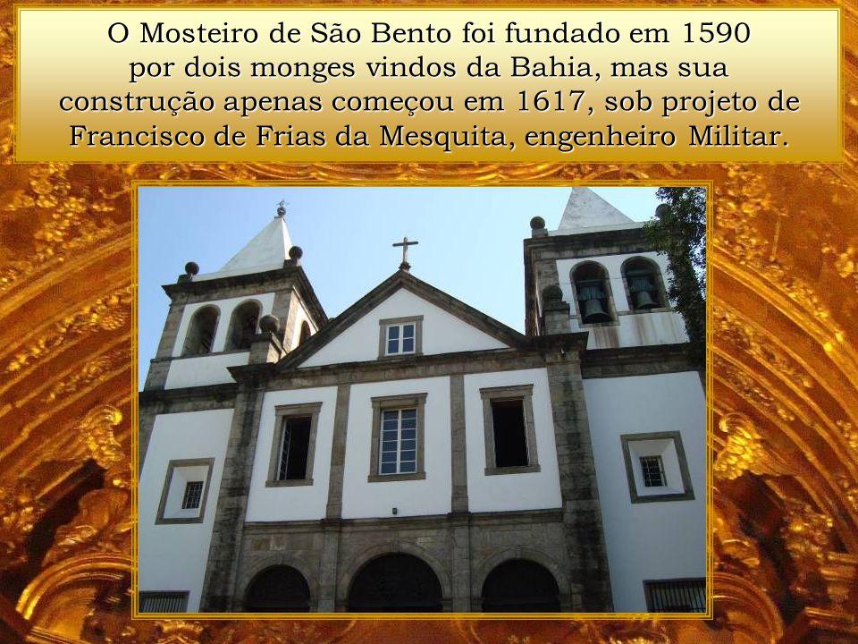A Arca da Aliança e o Cálice da Salvação, representando respectivamente a Antiga e Nova Lei, na talha do Santíssimo.