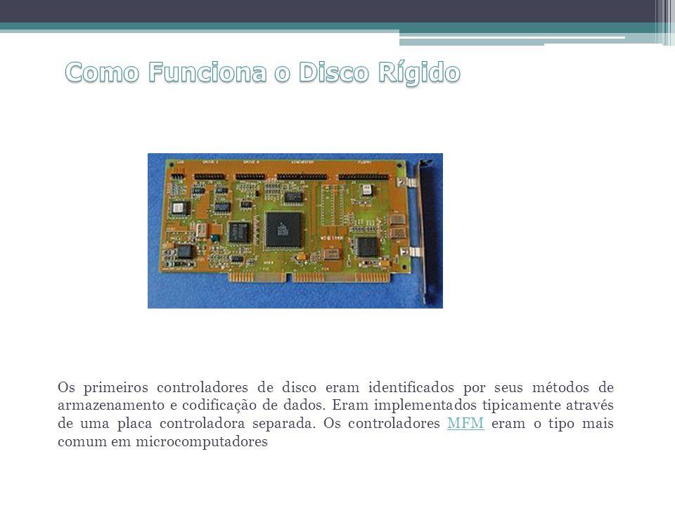 Os primeiros controladores de disco eram identificados por seus métodos de armazenamento e codificação de dados. Eram implementados tipicamente atravé