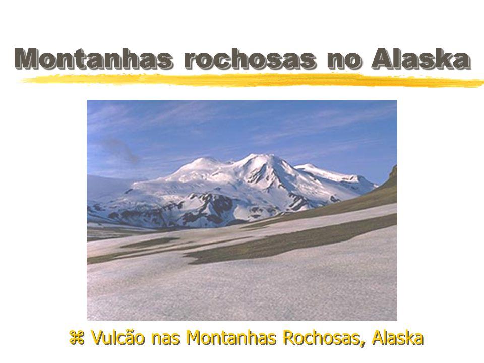 Montanhas rochosas no Alaska z Vulcão nas Montanhas Rochosas, Alaska