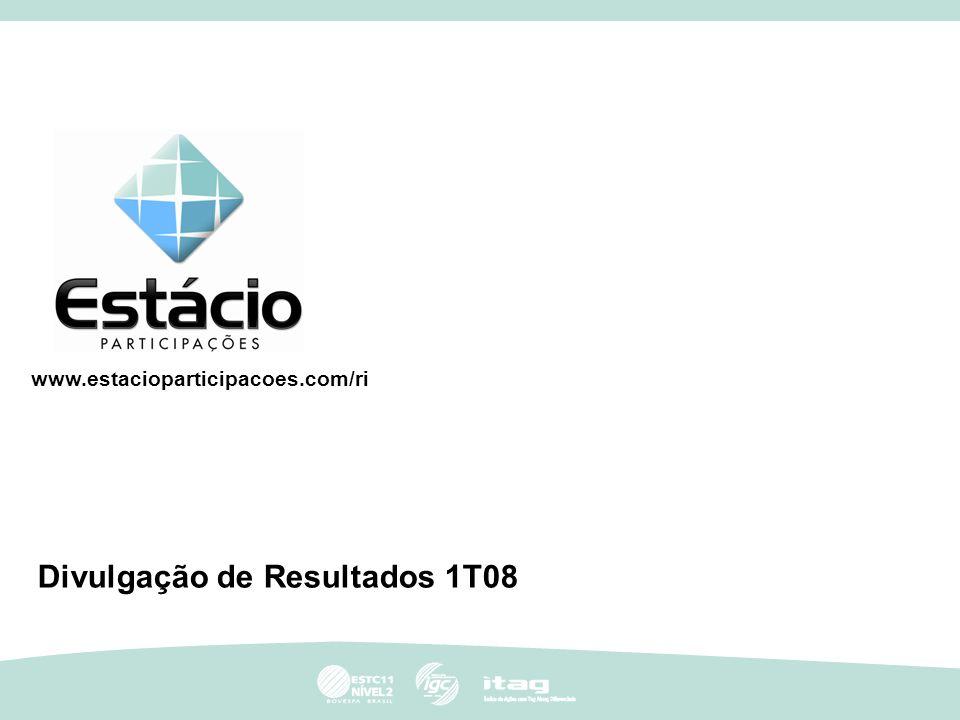 1 1 Destaques 1T08 Crescimento de 10,5% da base média de alunos sobre o 1T07, atingindo 198 mil alunos de graduação ao final do 1T08; Captação recorde de 52 mil alunos para o primeiro semestre de 2008; Taxa de renovação média de 87% (86% em 2007); Aquisição de três faculdades em São Paulo, com um total de aproximadamente 3,8 mil alunos em 31/03/08; Conclusão da primeira fase da integração das nossas 67 unidades a nível nacional e início da implantação do centro de serviços compartilhados.