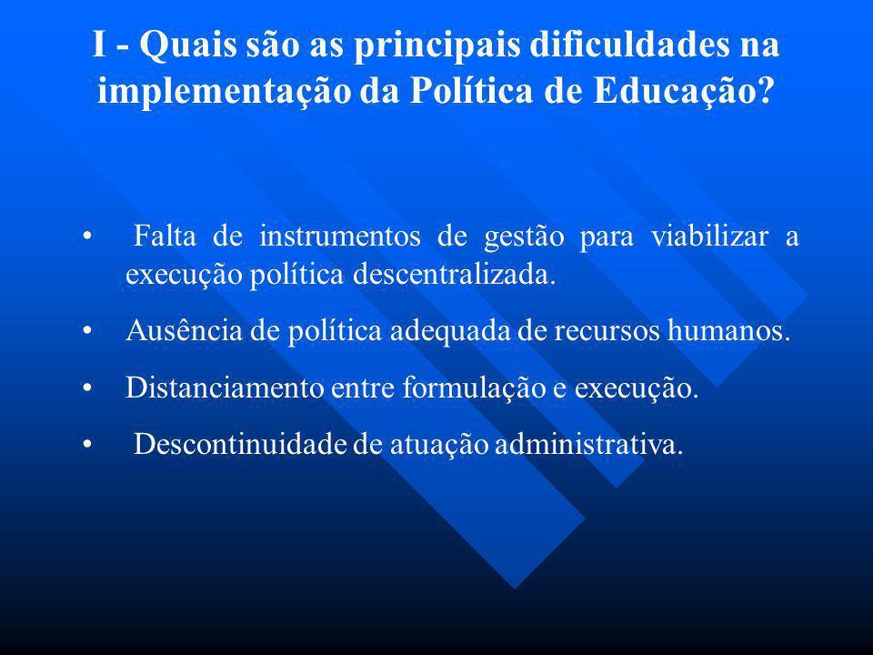 Falta de instrumentos de gestão para viabilizar a execução política descentralizada. Ausência de política adequada de recursos humanos. Distanciamento