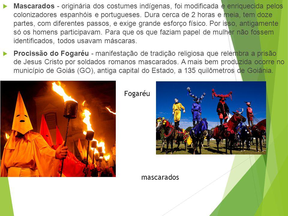 Folclore Cavalhada - é uma representação da batalha entre mouros e cristãos durante a invasão da Península Ibérica. Com a vitória dos cristãos, os mou