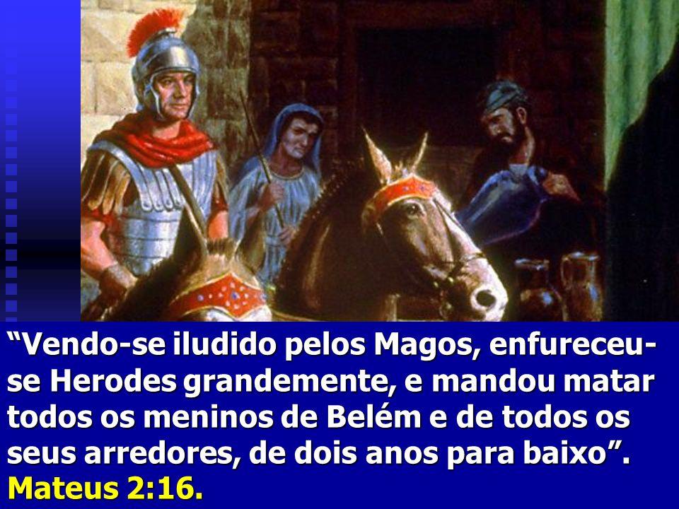 Procedente do Senhor saiu fogo e consumiu a duzentos e cinqüenta homens que ofereciam o incenso...do povo revoltado, morreram catorze mil e setecentos