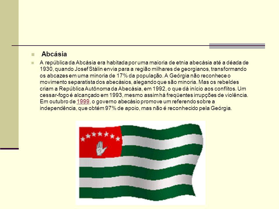 Abcásia A república da Abcásia era habitada por uma maioria de etnia abecásia até a déada de 1930, quando Josef Stálin envia para a região milhares de