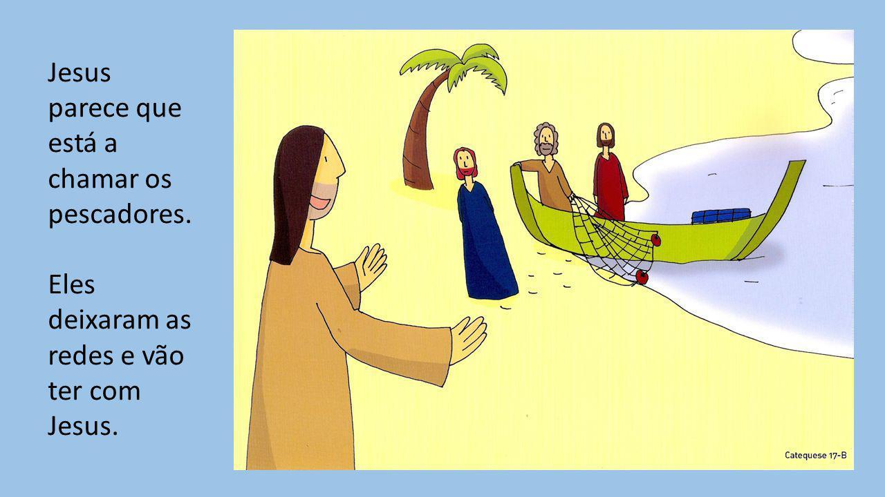 Jesus parece que está a chamar os pescadores. Eles deixaram as redes e vão ter com Jesus.